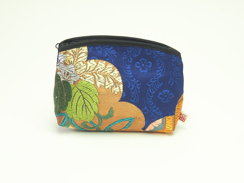 Arched pouch 010080-c