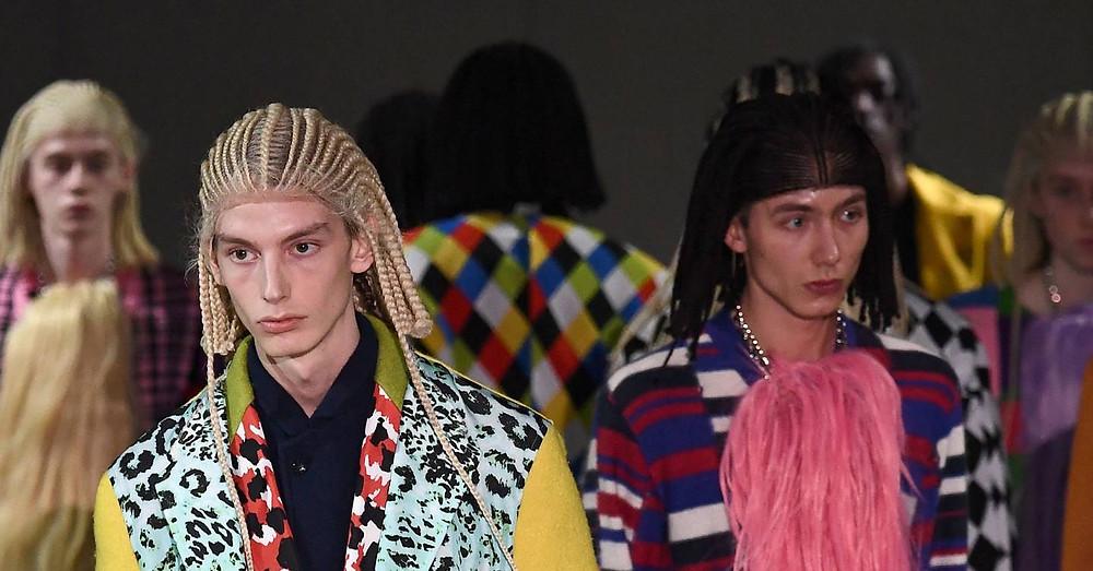 Comme des Garçons s'est excusé d'avoir habillé ses mannequins blancs de perruques à tresses collées durant le dernier défilé Homme de Paris. La déclaration intervient après que la marque de vêtements japonaise, alors accusée d'appropriation culturelle, ait suscité de nombreuses critiques sur les réseaux sociaux. Petit édito. / Melissa N'Dila, Topwalk Magazine 2020