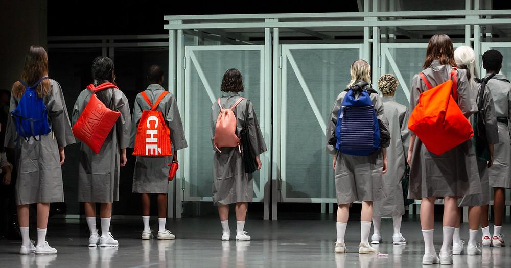 En novembre dernier, Giulia Amélie Chehab devenait la nouvelle lauréate du prix La Redoute x HEAD. Récompensée pour ses sacs singuliers, elle dévoile aujourd'hui sa collection réalisée en collaboration avec la marque française. Topwalk Magazine 2020. Melissa N'Dila.