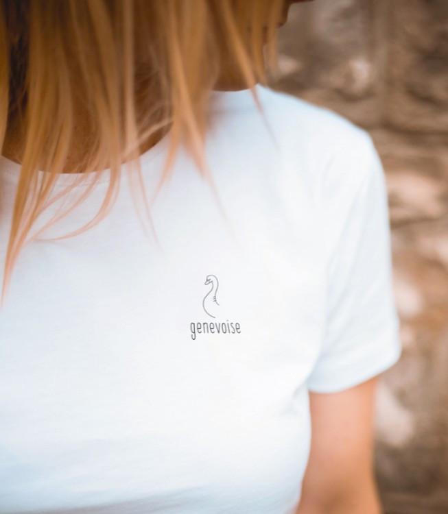 Ce 3 mai prochain, aux encablures du Parc des Bastions, se tiendra l'inauguration de Le Blanc. Nouvelle marque genevoise, la jeune enseigne met en lumière les basiques de la ville sur une pièce mode toute aussi basique, mais non moins essentielle, le tee-shirt blanc. / View Wave Magazine par Melissa N'Dila