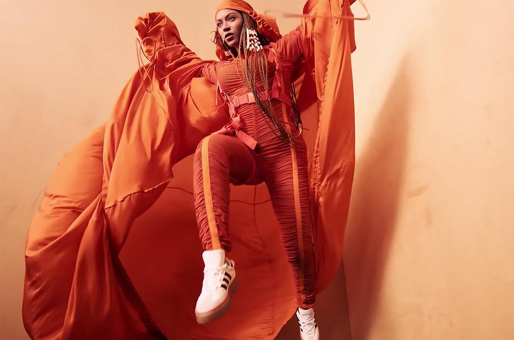 Le géant de la basket et l'artiste planétaire s'associent pour réinventer Ivy Park, la marque sportwear de Beyoncé Knowles. Disponible le 18 janvier prochain, la collaboration mode fait plus que jamais chavirer ce début d'année dans une attente des plus insoutenables. Mise au point. / Topwalk Magazine / Melissa N'Dila 2020