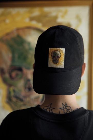 Vans x Van Gogh Museum ou l'Art qui s'invite dans notre dressing !  Après une collection capsule réussie lancée avec Disney en 2015, il aura fallut patienter deux longues années avant de revoir la célèbre enseigne californienne Vans côtoyer une autre pointe atypique ; le Musée Van Gogh, prestigieuse institution dédiée au peintre éponyme. La collaboration artistique proposera donc dès le 3 août prochain une collection de sneekers et prêt-à-porter inspirée des plus belles œuvres de l'inégalable Vincent Van Gogh. Alors à vos inspirations, prêts, achetez ! / View Wave Magazine par Melissa N'Dila