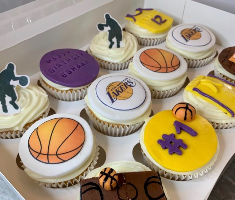 9.Lakers Themed Cupcakes