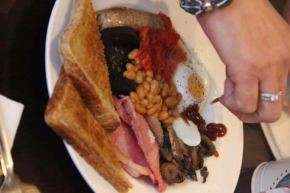 Full English Breakfast at 2 sisters