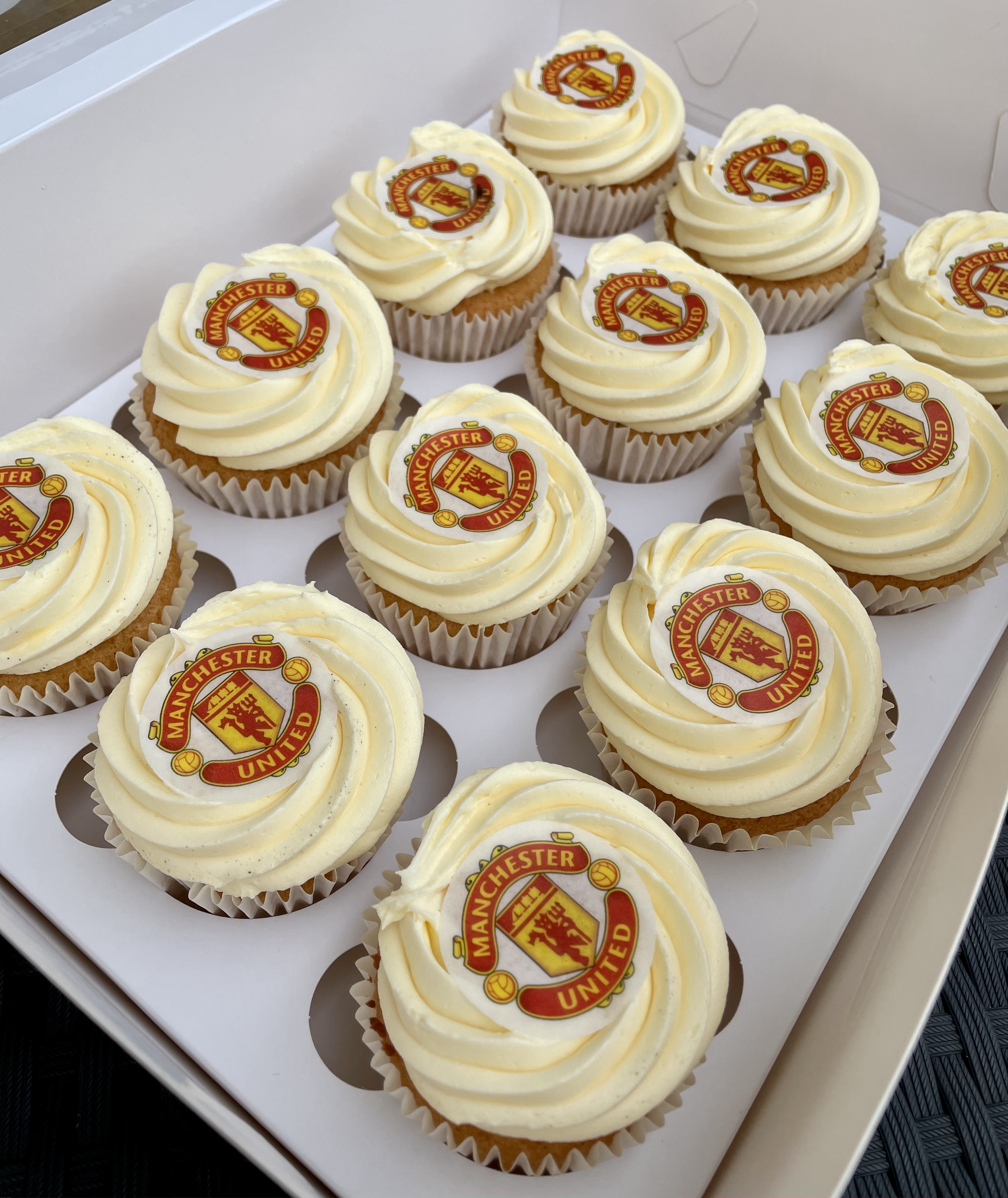 6. Manchester United Themed Cupcakes