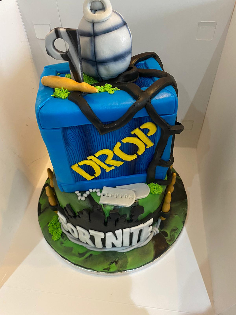 16.Fortnite Drop Box Cake