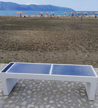 Влёра, скамейка раздающая Wi-Fi