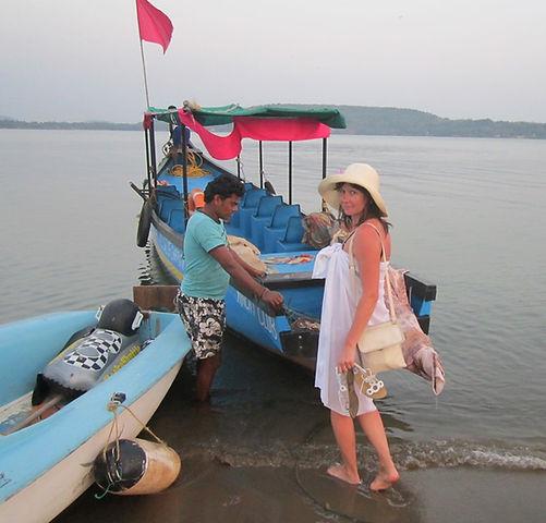Плывем на лодке в Чапору