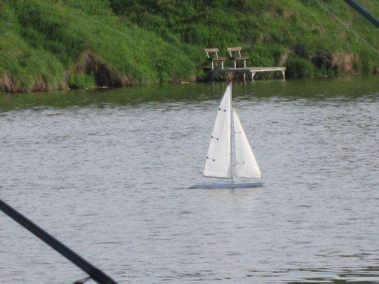 Модель парусника на озере Крючок