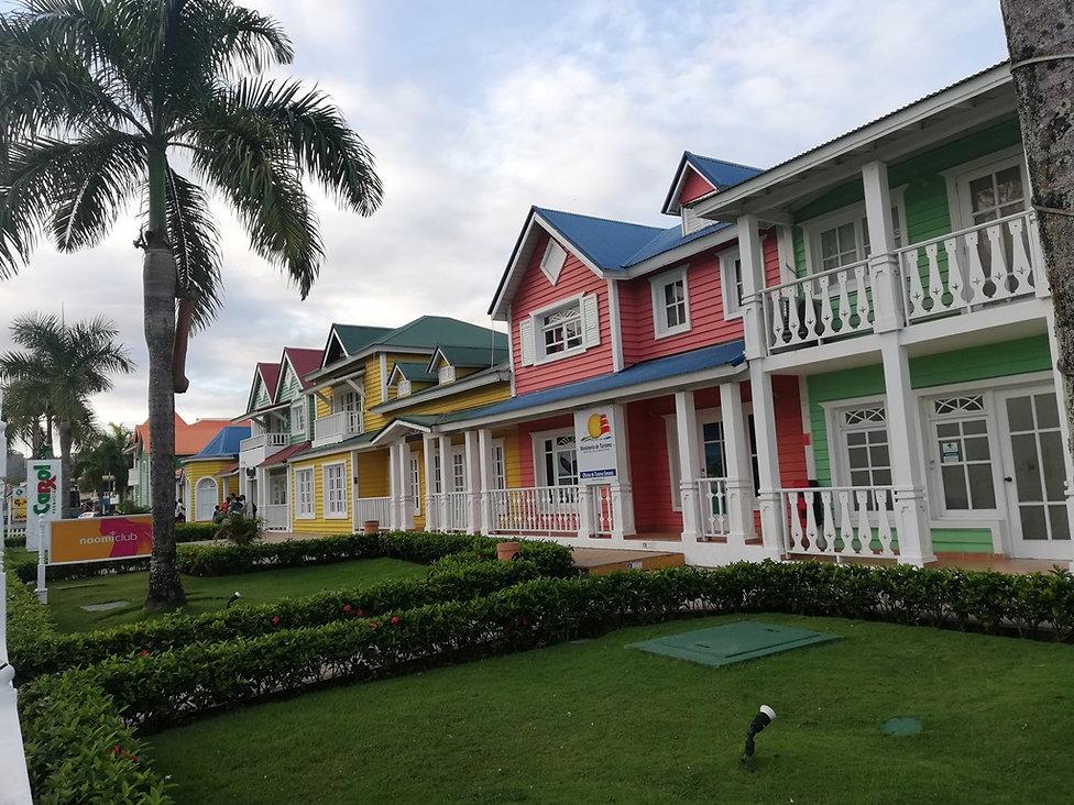 Цветные домики в Санта Барбара де Самана