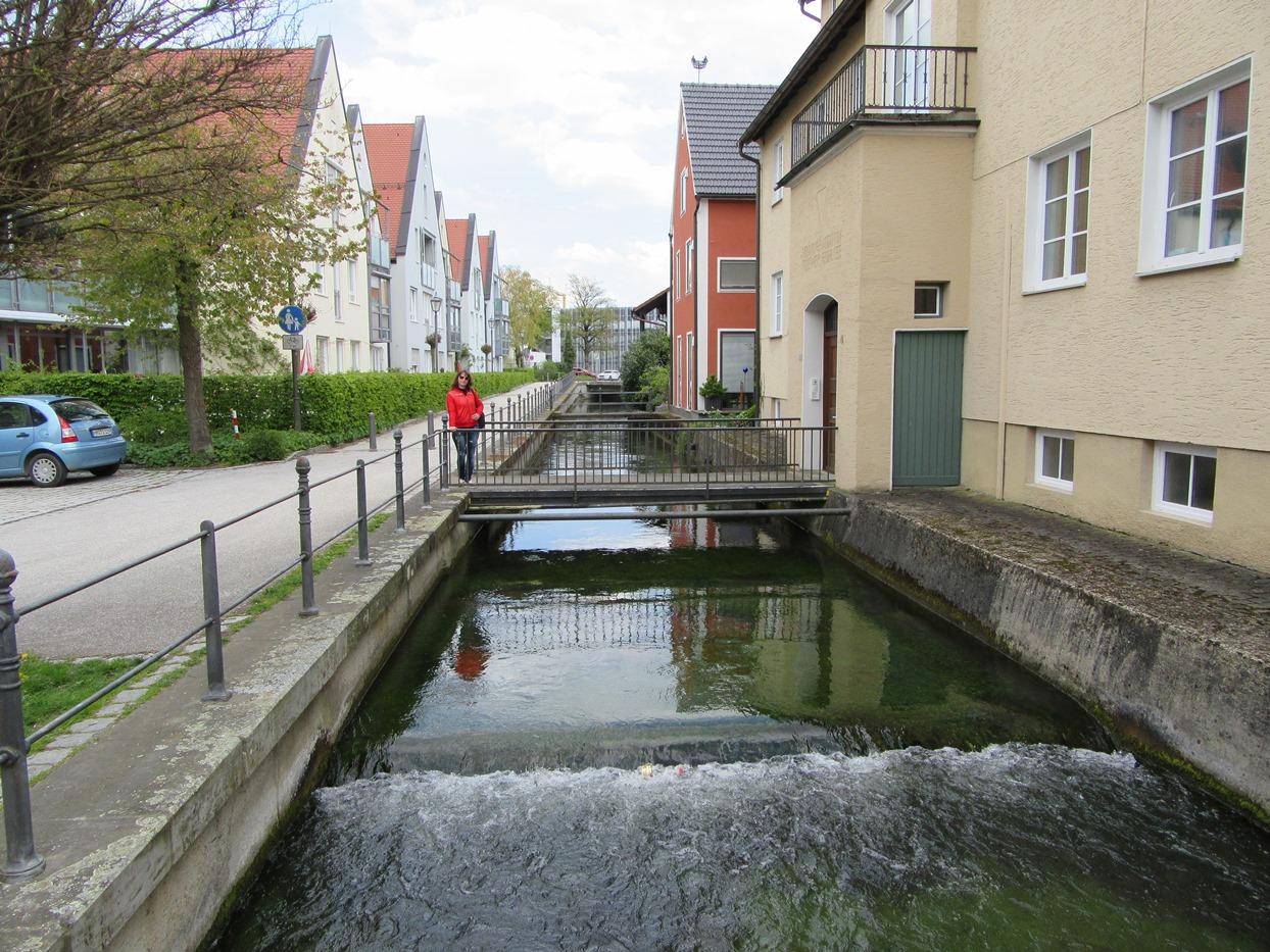 Еще одна река вдоль улицы