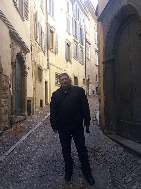 На старинной улочке верхнего города Бергамо