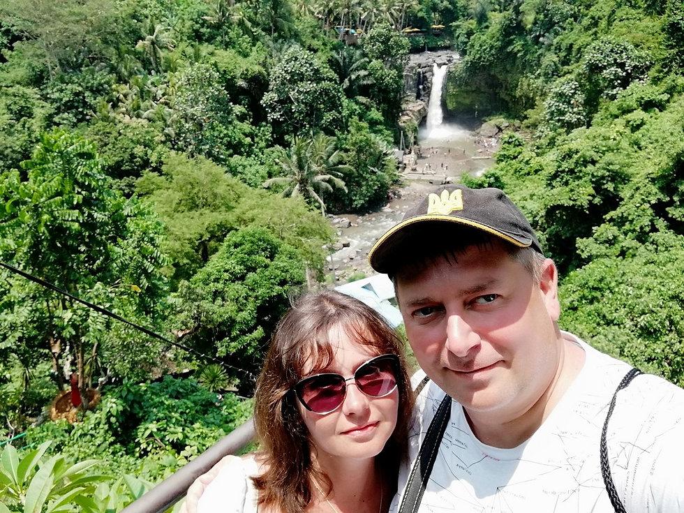 Наше селфи возле водопада Тегенунган