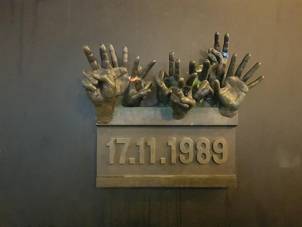 """Мемориал посвященный """"Бархатной"""" революции. Прага"""
