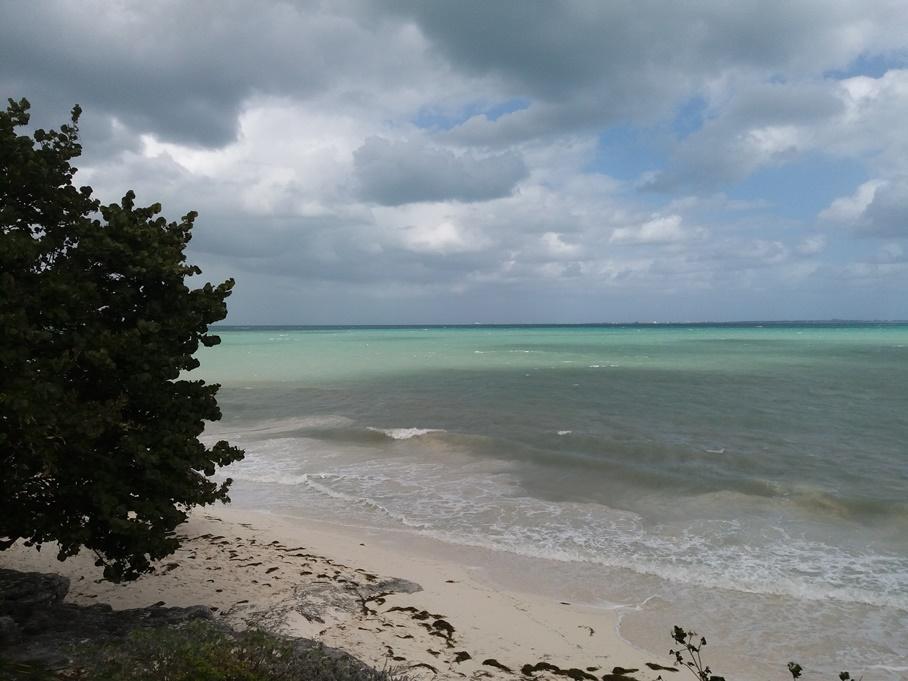 Тучи над лазурным морем