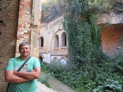 Фото возле стен форта