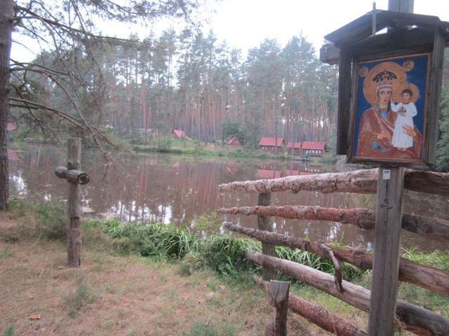 Монастырь возле озера