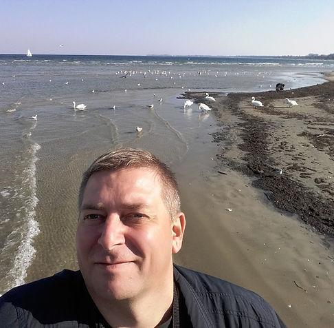 Фото возле лебедей