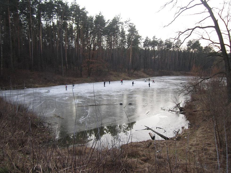 Хоккей на озере в Боярке