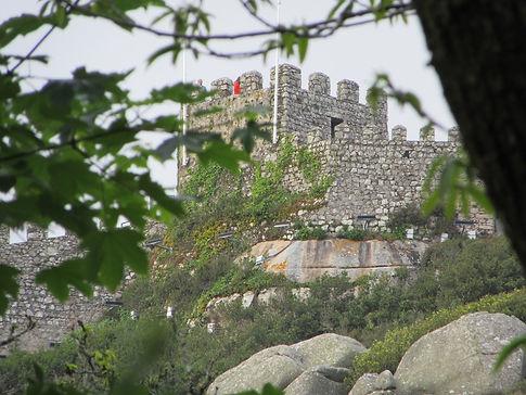 Зубчатые стены замка Мавров