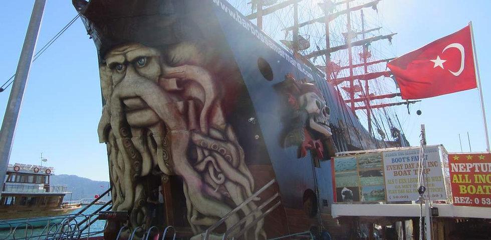 Пиратская шхуна в Мармарисе