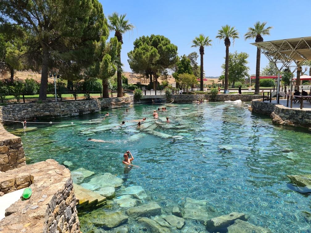Вид на бассейн Клеопатры