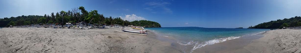 Панорама девственного пляжа на Бали