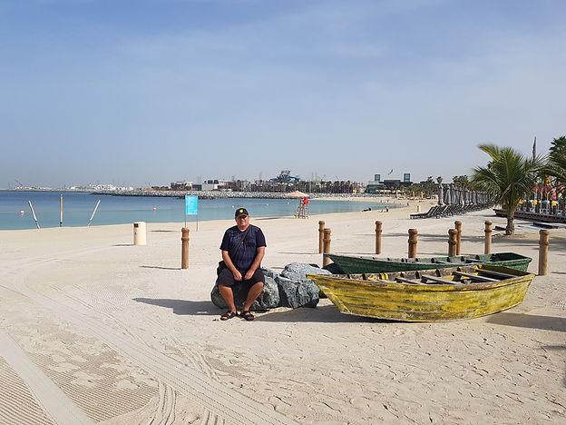 Старые лодки на пляже Ла Мер, Дубаи
