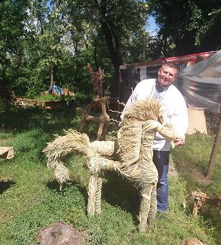 Плетеный соломенный конь