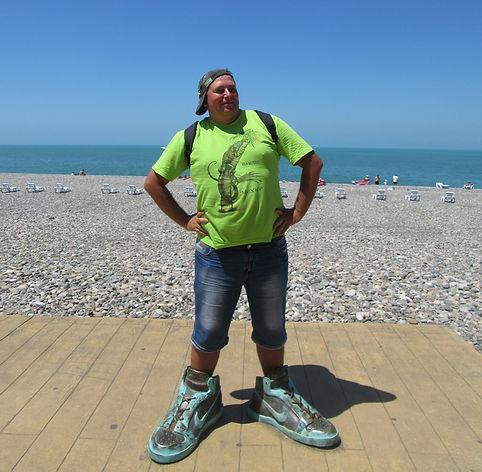 Кроссовки на набережной в Батуми