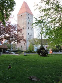 Башня и памятник металлолому :-)
