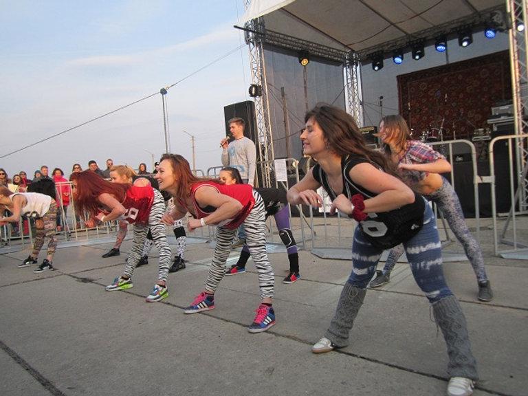Танцевальный коллектив на фестивале