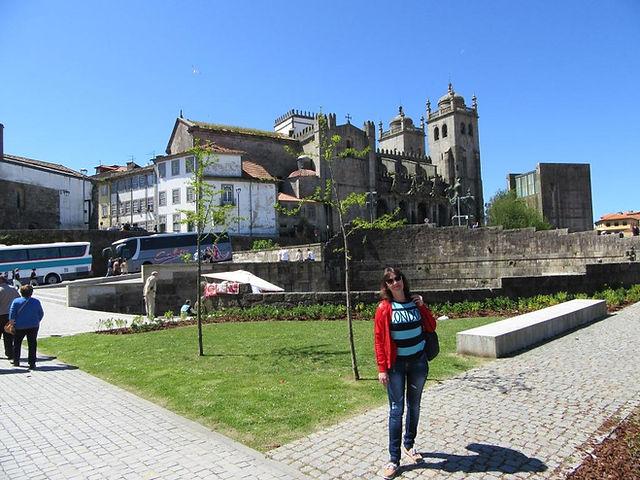 Возле собора в Порту