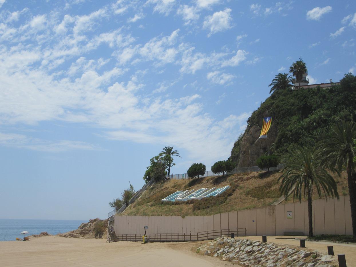 Скалы справа от города
