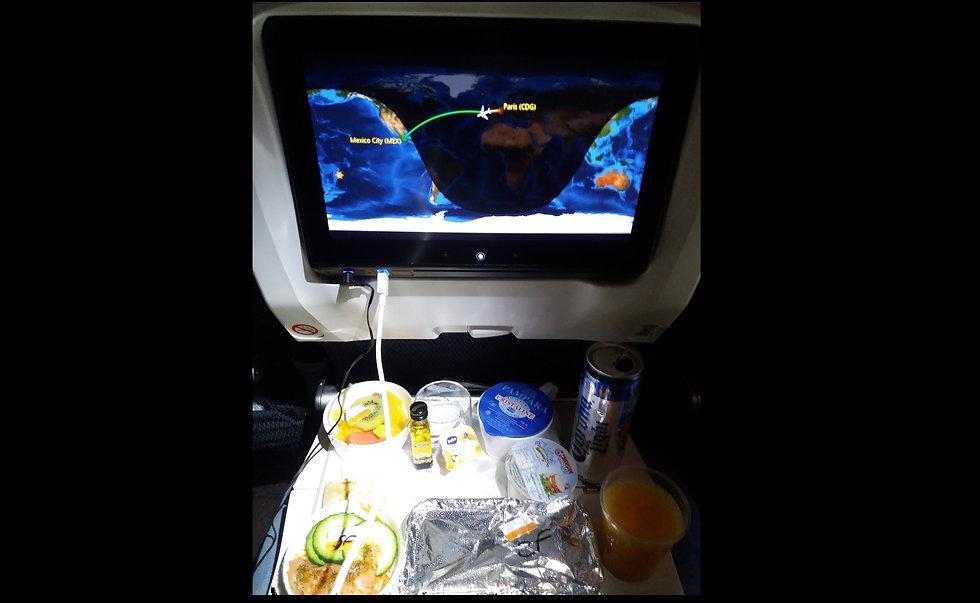 Питание в самолете Aeromexico