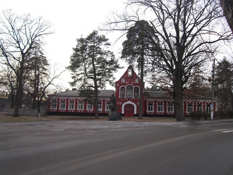 Школа в Боярке, где жил Островский