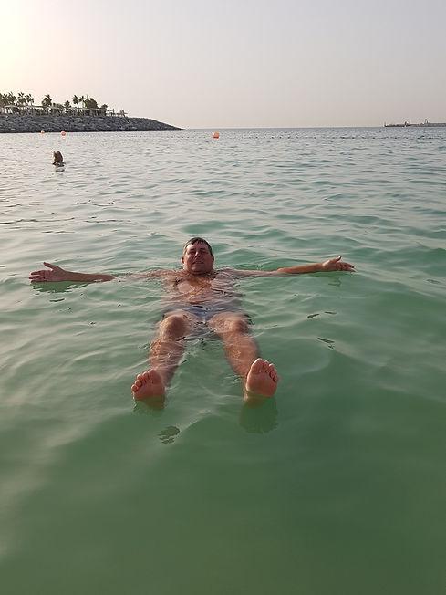 Купание на пляже Ла Мер, Дубаи