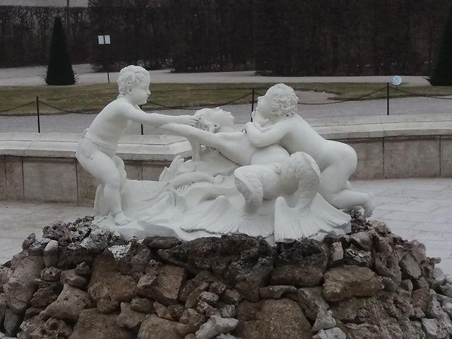 Неоднозначная скульптура