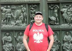 Резные ворота Дуомо