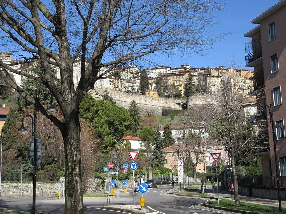 Вид на верхний город в Бергамо