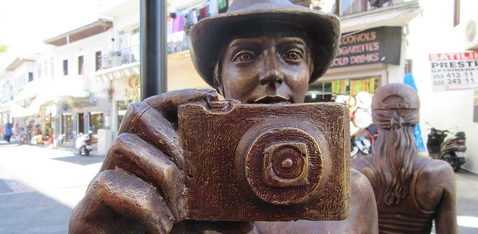 Памятник фотографу в Мармарисе