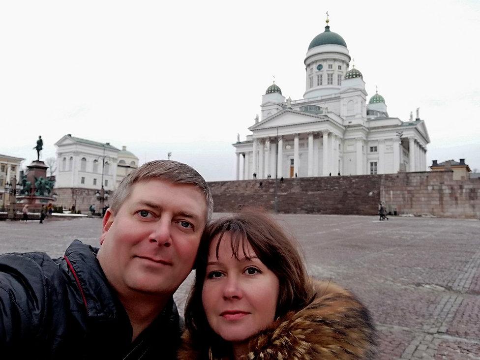Селфи на фоне Кафедрального собора Хельсинки