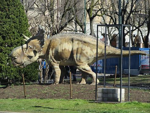 Динозавр в нижнем городе Бергамо