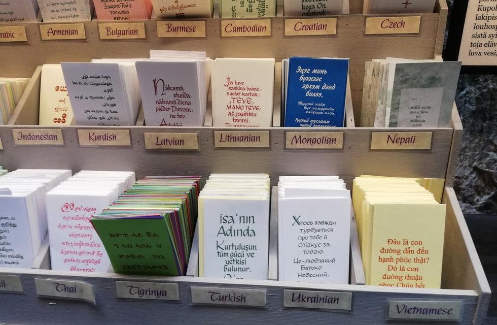 Молитвы на разных языках в Темппелеаукио