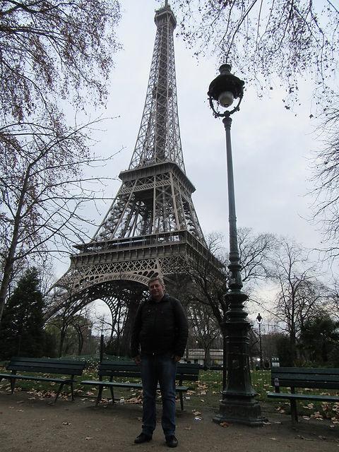 Фото ввблизи Эйфелевой башни