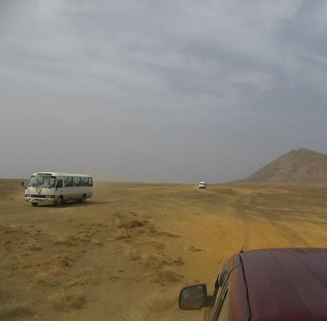Автобусы везут туристов к лагуне Буракона