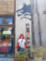 Волк и Красная Шапочка на пляже Ла Мер