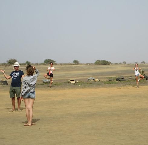 И еще фото на фоне пустыни