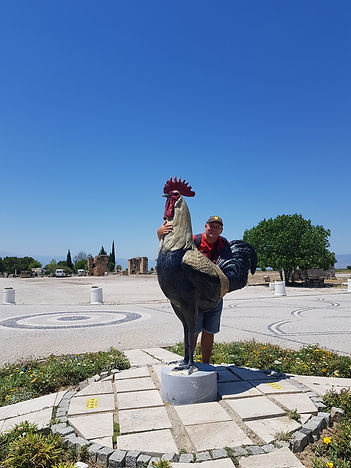 Памятник петуху в Памуккале