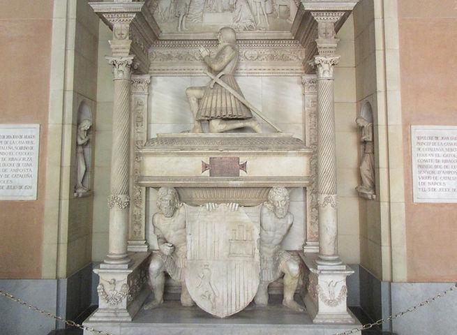 Скульптурная композиция в монастыре